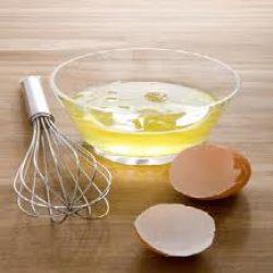 بياض البيض لإزالة الشعر والنقط السوداء من الوجه