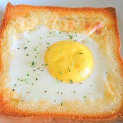 خبز التوست بالجبن والبيض